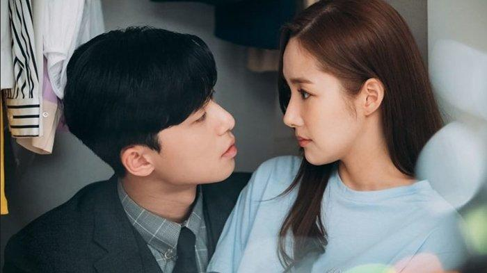 Link Live Streaming dan Spoiler Drama Korea Whats Wrong with Secretary Kim Episode 8 di Trans TV