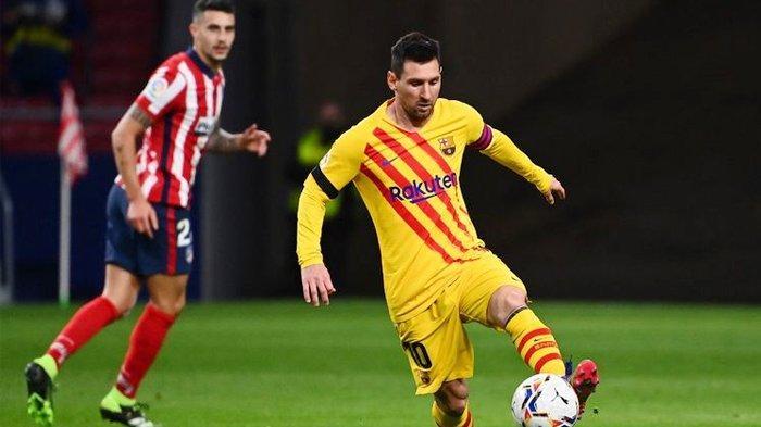 Lionel Messi mengontrol bola pada laga pekan ke-10 Liga Spanyol, Atletico Madrid vs Barcelona, di Stadion Wanda Metropolitano, Sabtu (21/11/2020) atau Minggu dini hari WIB.