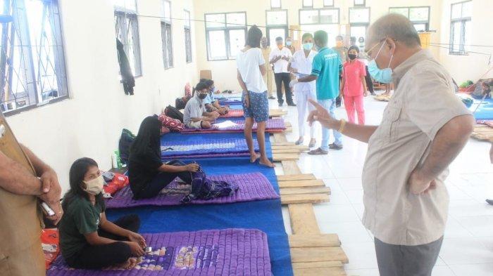 Bupati Niga Kunjungi Pelaku Perjalanan di Wanukaka - Sumba Barat