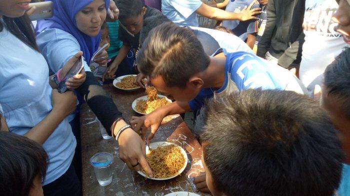 Begini Suasana Pesta Rakyat di Kelurahan Solor