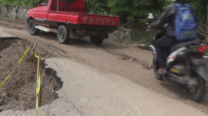Jalan Provinsi di TTU Amblas di Ruas Kefamenanu-Wini TTU