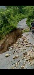Ruas Jalan Matawai La Pawu - Karera Kabupaten Sumba Timur Terancam Putus