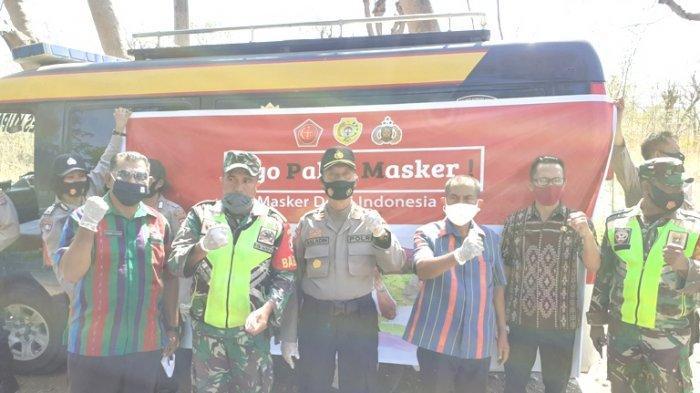 Foto bersama Lurah Naimata, Hendrikus Banunaek (ketiga dari kanan), bersama lurah kolhua, Pihak kepolisian dan TNI usai kegiatan penertiban masker di depan pasar penfui, Kamis (10/09/2020)