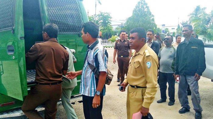 BREAKING NEWS : Maksimus Elu, Kepala Desa Manamas Ditahan Kejari TTU