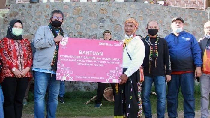 Telkom Regional 5 Serahkan Bantuan Gapura dan Rumah Adat di Desa Liang Ndara, Manggarai Barat