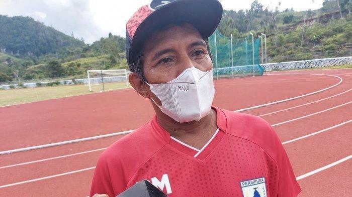 Manajer Klub Persipura Jayapura, Bento Madubun - Persipura Jayapura masih menunggu kepastian dari KONI Papua terkait penggunaan Stadion Mandala Jayapura sebagai homebase di Piala AFC.