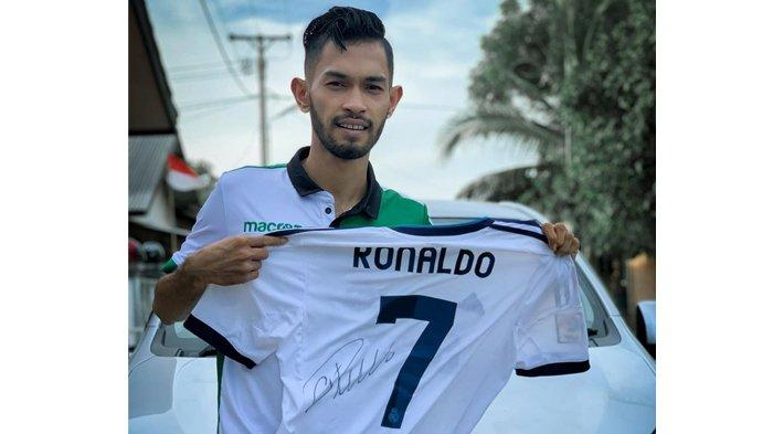 Bong Chandra Menangkan Lelang Jersey Cristiano Ronaldo Milik Martunis, Harganya Sangat Fantastis!