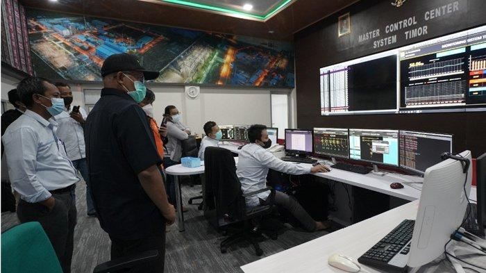 Suasana Ruang Master Control Center System Timor PLN
