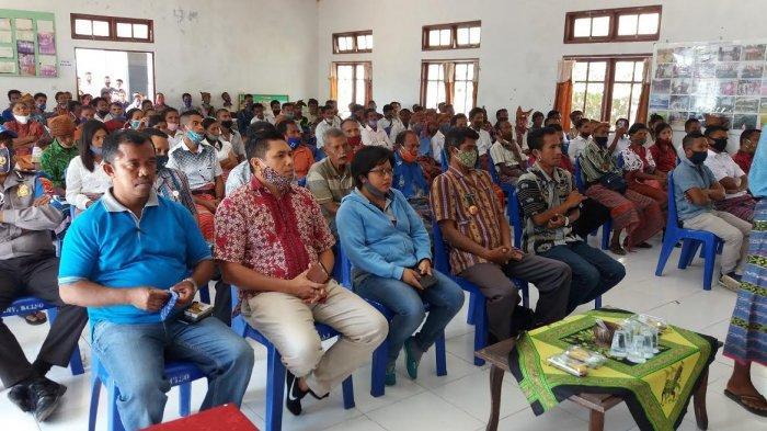 Kunker di Kecamatan Lasiolat, Bupati Willy Lay Dialog dengan Masyarakat
