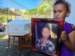 Mengenang Mama Gelu, 50 Tahun Menyimpan Darah Martir Pater Beeker di Dalam Botol