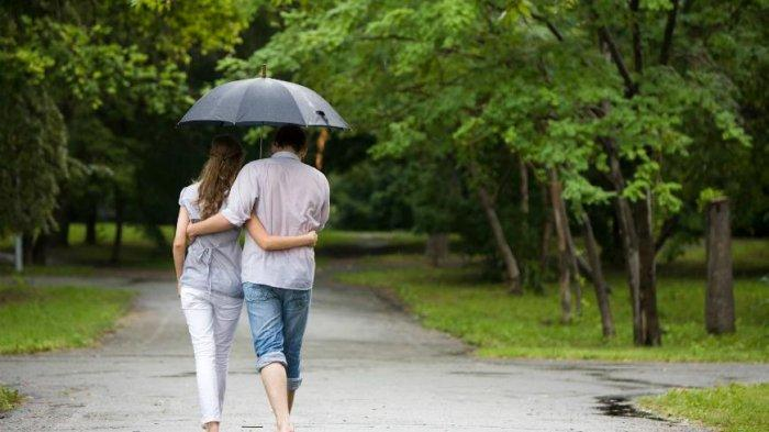 Kamu Bisa Saja Hindari Hujan, Tapi Gak Bakalan Bisa Hindari Aku
