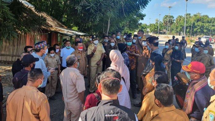 Menteri Risma Sambangi Korban Bencana Badai Siklon Tropis Seroja di Kabupaten TTU, NTT