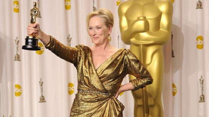 Kenapa Piala Oscar Berbentuk Seperti Pria yang Sedang Memegang Pedang? Begini Jawabannya!
