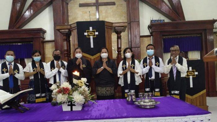 Meskipun Hujan, Kehadiran dan Kerinduan Jemaat Kembali Beribadah di Gereja Terpenuhi