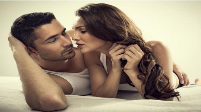 Ilustrasi bercinta yang hangat dengan suami