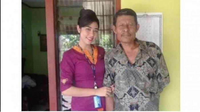 Mia Trestiyani Wadu (kiri) bersama ayahnya - Kepergian Mia, pramugari pesawat Sriwijaya Air SJ-182 rute Jakarta-Pontianak yang jatuh di Kepulauan Seribu meninggalkan cerita.