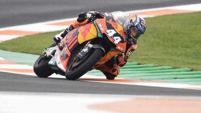 Aksi Miguel Oliveira saat tampil dalam salah satu sesi Moto2 GP Valencia 2018 yang diselenggarakan pada 16-18 November 2018.