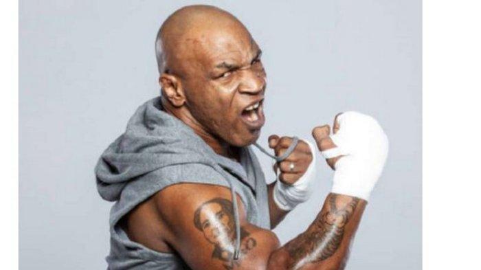 Mike Tyson akan natik ring melawan Roy Jones Jr pada Sabtu (28/11/2020) atau Minggu (29/11/2020) siang WIB di Staples Center, Los Angeles.