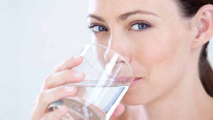 Tinggal Dipraktek Guys, 10 Manfaat Terbaik Minum Air Putih Saat Perut Kosong