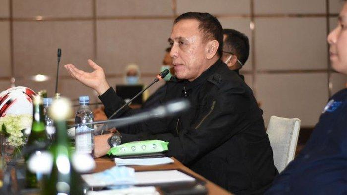 Ketua Umum PSSI, Mochamad Iriawan, sedang memberi arahan di rapat luar biasa yang dihadiri pengurus PT LIB serta manajer tim Liga 1 dan Liga 2 di Hotel Fairmount, Senin 16 Maret 2020.