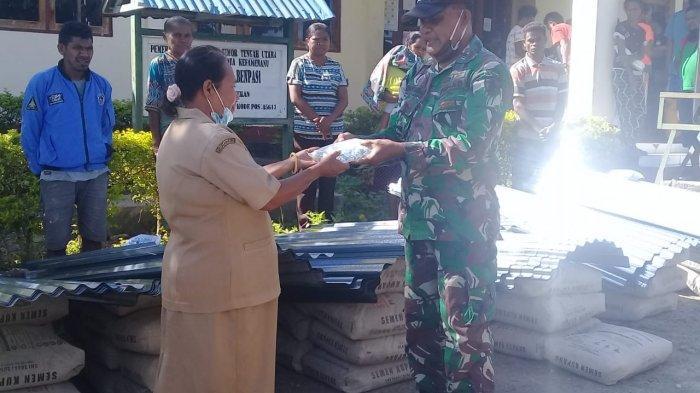 Pangdam IX/ Udayana Beri Bantuan kepada Korban Bencana Banjir di Kabupaten TTU
