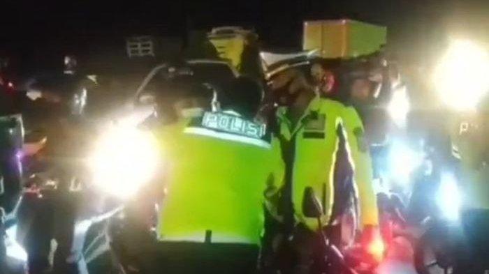 Pelukan Komandan Polisi Tenangkan Pemudik yang Ngamuk,Padahal Hampir Baku Hantan dengan Polisi Lain