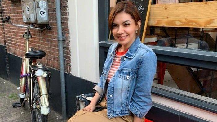 Lihat Tampilan Najwa Shihab Saat Liburan ke Belanda yang Dinilai Awet Muda, Kasual Banget
