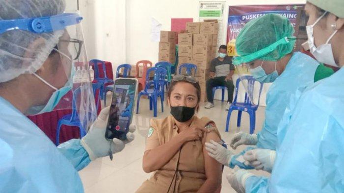 Nakes di Puskesmas Waingapu Sebut Biasa Saja Usai Terima Vaksin Covid-19