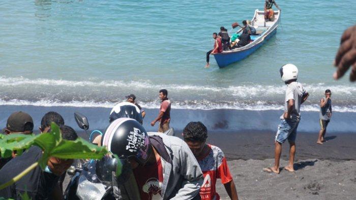 Nelayan Berebut Penumpang di Lokasi Longsor Ndao Ende, Sempat Ribut, Satu Perahu Tenggelam