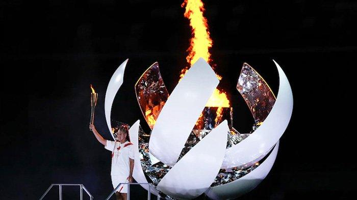 Pertandingan 2020 Dimulai Saat Naomi Osaka Menyalakan Api Olimpiade dalam Upacara yang Mengharukan