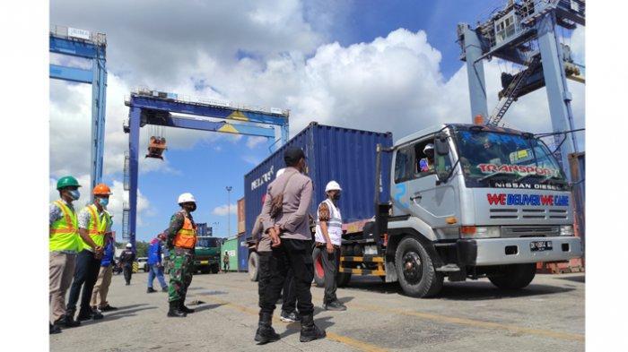 Operasi penertiban premanisme dan pungutan liar oleh tim Pelindo III Kupang dan stakeholder di Pelabuhan Peti Kemas Tenau Kupang, Selasa 15 Juni 2021.