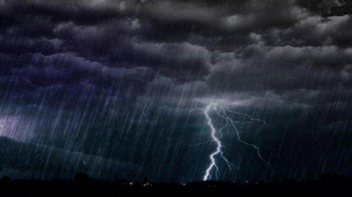 Ilustrasi hujan petir cuaca buruk