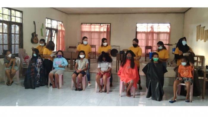 Pangkas Rambut Gratis Anak Panti Asuhan Dari Komunitas Salon Lembata