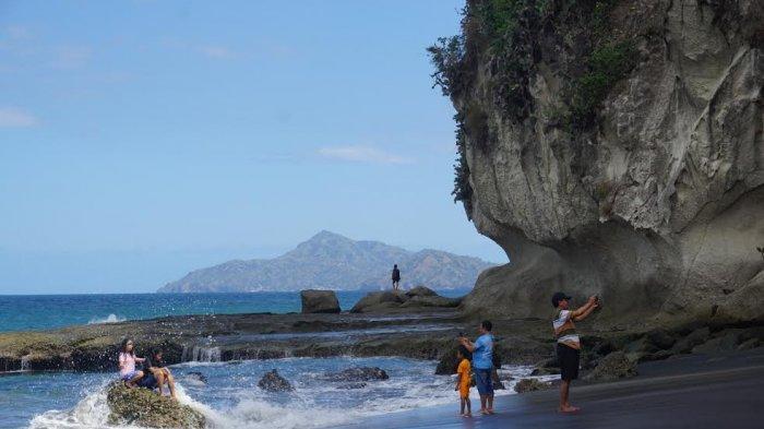 TRIBUNWIKI : Sensasi Berfoto di Pantai Nangakeo Ende, Indah dan Menantang