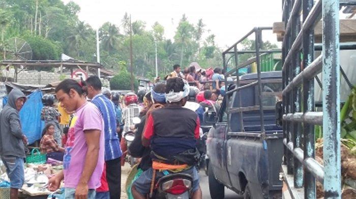Pasar Waimangura Semrawut, Ini Tanggapan Bupati Sumba Barat Daya dr. Kornelius Kodi Mete