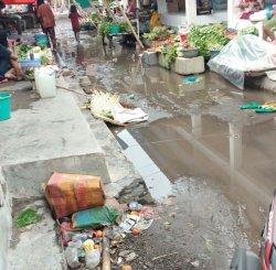 Sampah Berserakan Di Pasar Wolowona