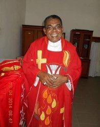 Sedih, Pastor Paroki St. Yohanes Pemandi Naesleu Romo Heri Naibobe Meninggal Dunia