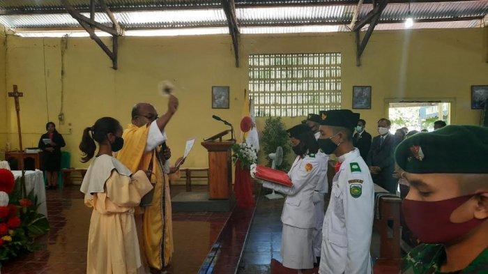 Sebelum Dikibarkan di Malaka, Bendera Merah Putih Diberkati Rohaniwan Katolik