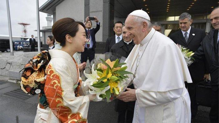 Paus Fransiskus Tinggalkan Jepang Setelah Mengunjungi Korban Bom Nuklir di Hiroshima dan Nagasaki