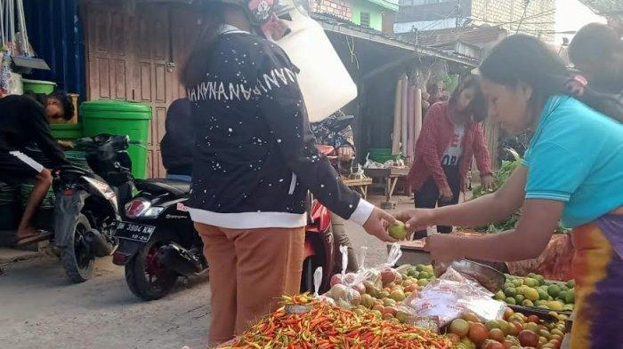 Suasana Pasar Kasih Naikoten dan Pasar Fatubesi