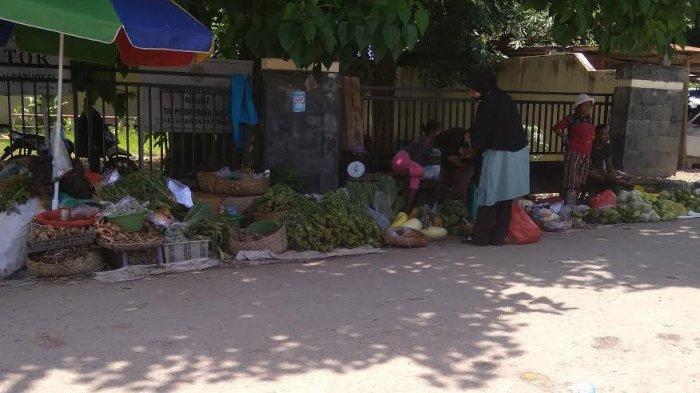 Pedagang Pasar Oeba Turut Bahagia Umat Hindu Rayakan Hari Raya Nyepi