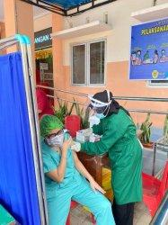 Info Kupang Terbaru : Vaksin Tahap Pertama di Puskesmas Oebobo, Kota Kupang Selesai,  Simak YUK