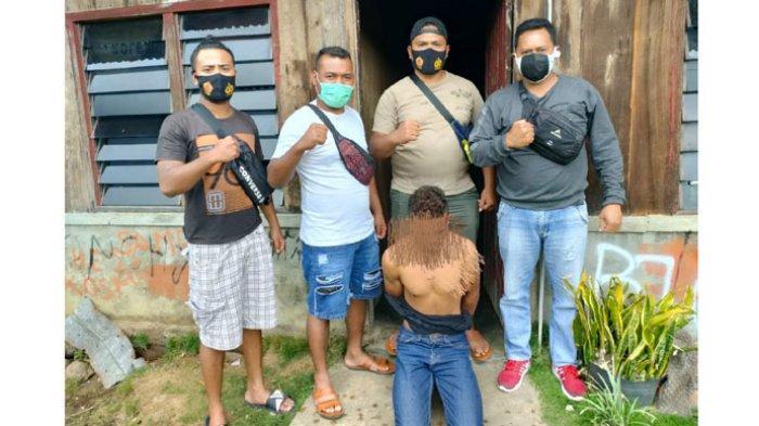 Video CCTV Diduga Pelaku Pencuri Saat Beraksi di Rumah Korban Irwan Risdianto