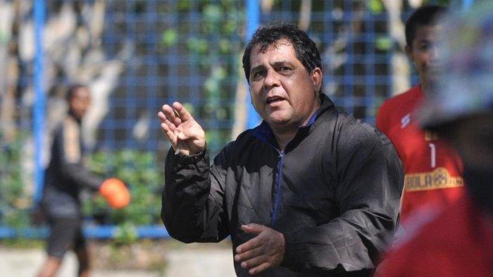 Pelatih Arema FC, Carlos Oliveira.