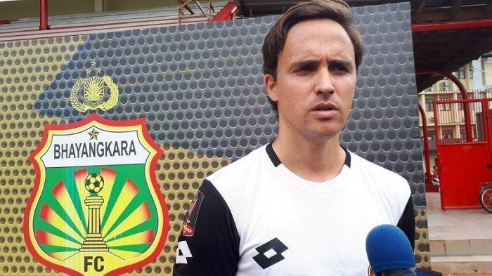 Pelatih Bhanyangkara FC Paul Munster saat diwawancarai setelah memimpin latihan di Stadion PTIK, Jakarta, Rabu (15/1/2020