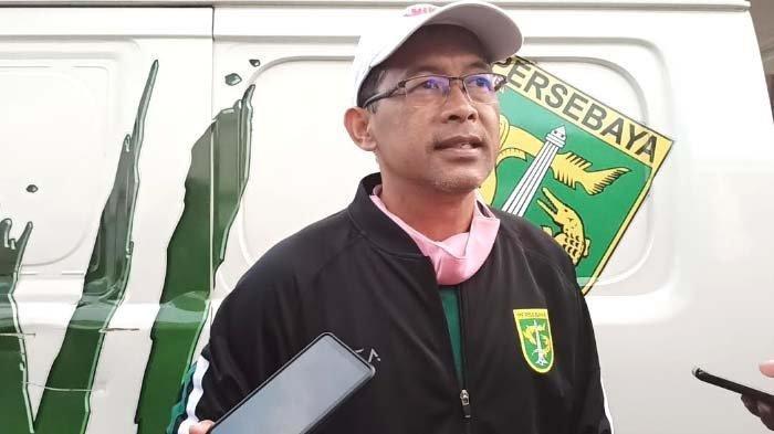 Pelatih Persebaya, Aji Santoso seusai latihan tim di Stadion Pusaka, Wiyung, Surabaya, Selasa (8/9/2020) sore.