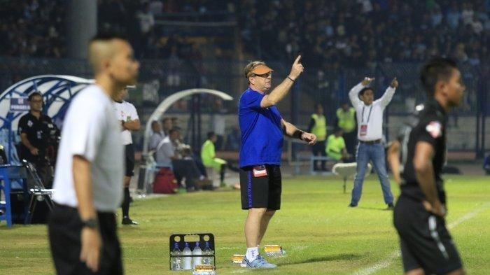 Robert Rene Alberts Bersiap di Bursa Transfer, Pilar Persib Bandung Cedera Jelang Lawan Borneo FC