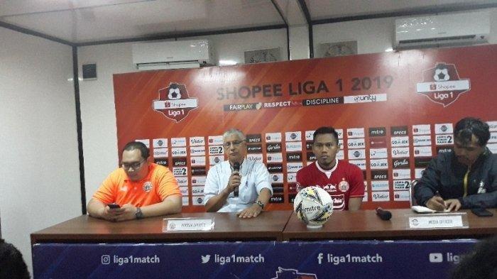 Pelatih Persija Jakarta, Edson Tavares menghadiri jumpa pers bersama Tony Sucipto di Stadion PTIK, Kebayoran Baru, Jakarta Selatan, Rabu (4/12/2019).