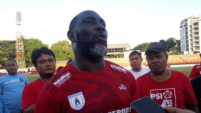 Pelatih Persipura Jackson Tiago