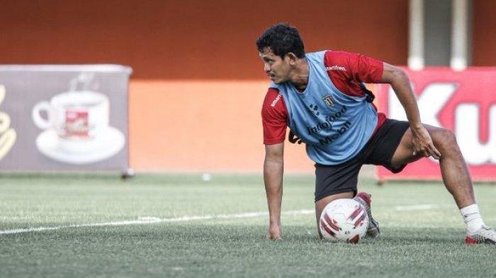 Pemain Bali United Rizky Pellu. Punya Peran Vital di Piala AFC 2021, Teco Terus Uji Chemistry Gelandang Bertahan Bali United